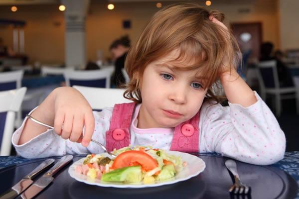 Школа доктора Комаровского, почему ребенок плохо ест, почему ребенок отказывается от еды, почему ребенок не доедает