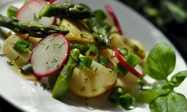 Эктор Хименес-Браво рецепты, салат с картошкой и спаржей рецепт, картофельный салат со спаржей рецепт