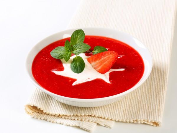 суп от яны станишевской, клубничный суп рецепт, суп с шампанским рецепт