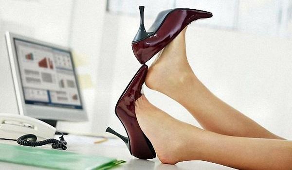 отеки ног симптом, отеки ног признак, отеки ног профилактика